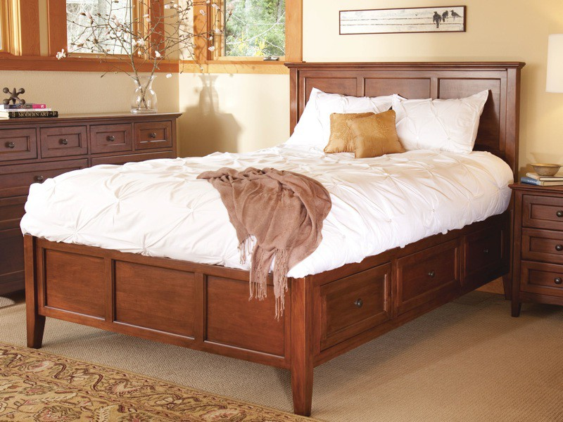 Whitewood Jamestown Bedroom Collection; Whittier McKenzie Full Storage Bed  In Glazed Antique Cherry.